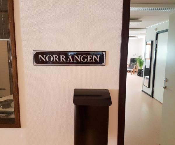 Norrängen, Skylt